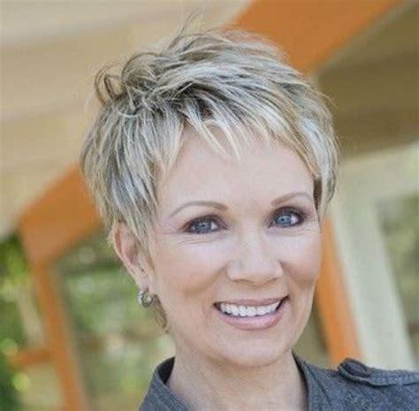 coupe cheveux courts pour femme de 50 ans