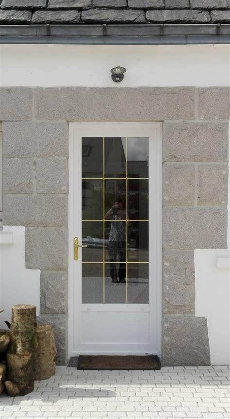 installation de portes d entr 233 e pvc blanc vein 233 224 gouesnou