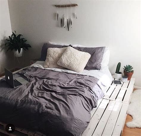 pinterest bed headboards 25 best ideas about pallet beds on pinterest diy pallet