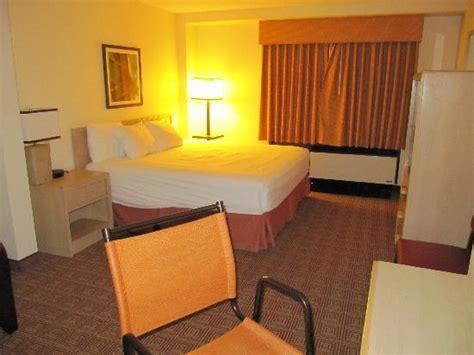 La Quinta Garden City Ny Tripadvisor La Quinta Hotel Room Garden City Ny Picture Of La