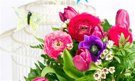 sognare fiori colorati come decorare casa con i fiori finti in modo chic leitv