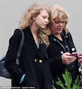 Taylor Swift finally takes a break from Jake Gyllenhaal to spend time with her mother   Daily