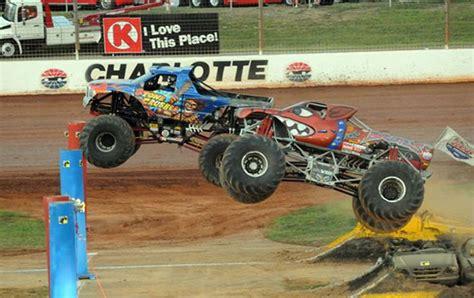 truck race track dirt track hdmg