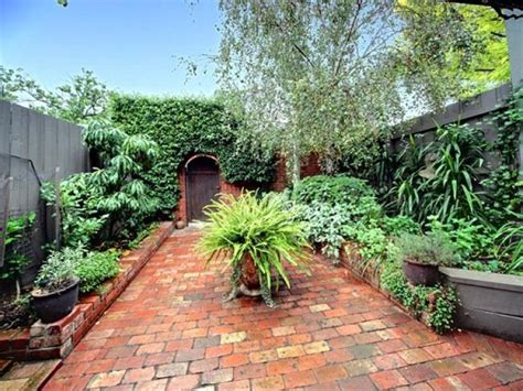 Australian Native Garden Design Using Tiles With Retaining Garden Wall Australia