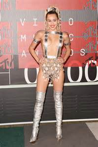 miley cyrus roter teppich 2015 mtv vmas carpet arrivals photos
