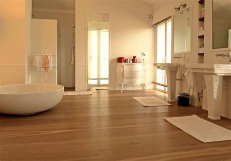 bad holzboden holzboden im badezimmer ein gutes gef 252 hl unter den f 252 223 en