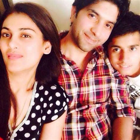 imran urooj with his complete family arts