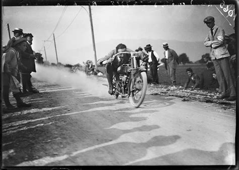 Kleiner Junge Motorradrennen by Jules Decrauzat Einer Der Ersten Fotoreporter Der