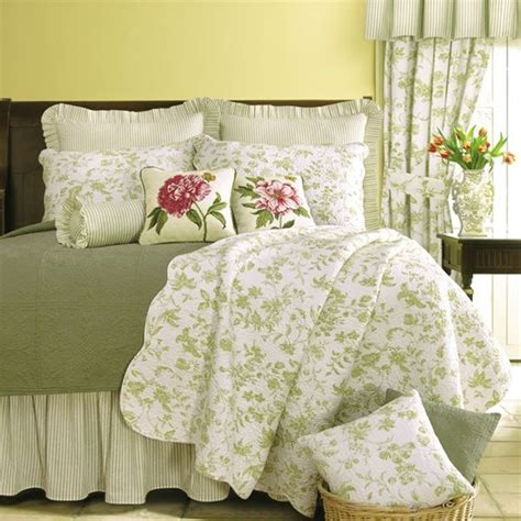 williamsburg coverlet williamsburg brighton green toile quilt green toile