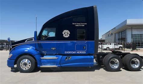 used kw t680 kenworth auctioning custom t680 to benefit truckers