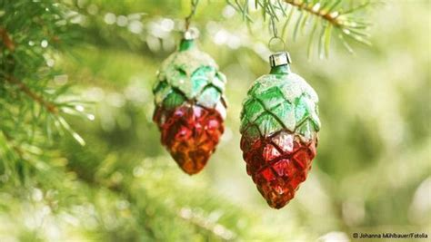 traditional german tree decorations tree and traditional decorations in german style