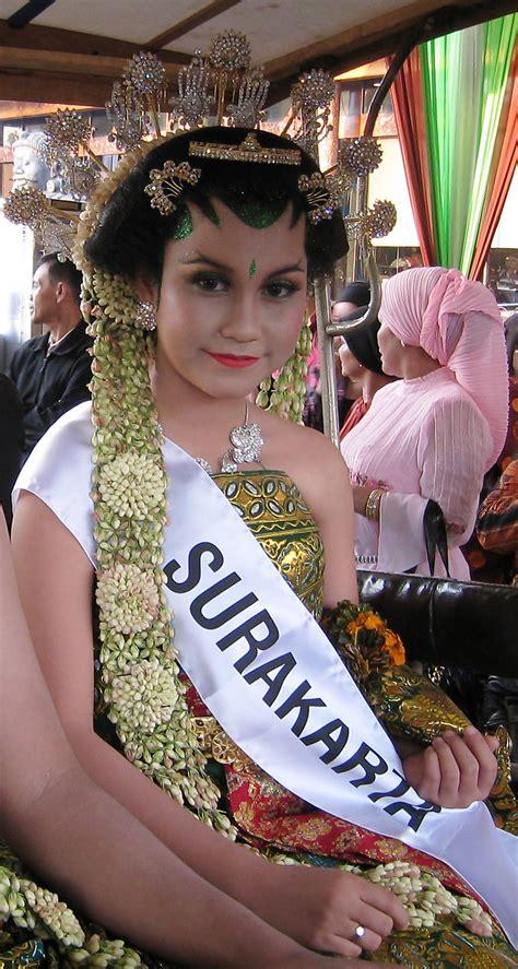 Bando Bali An By Aninda Mahkota kembang goyang bahasa indonesia ensiklopedia