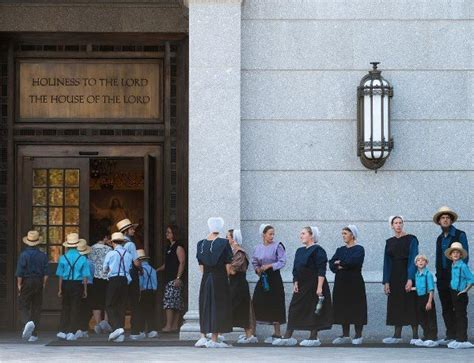 Temple Mba Open House by Amish Visitors To The Philadelphia Temple Open House The
