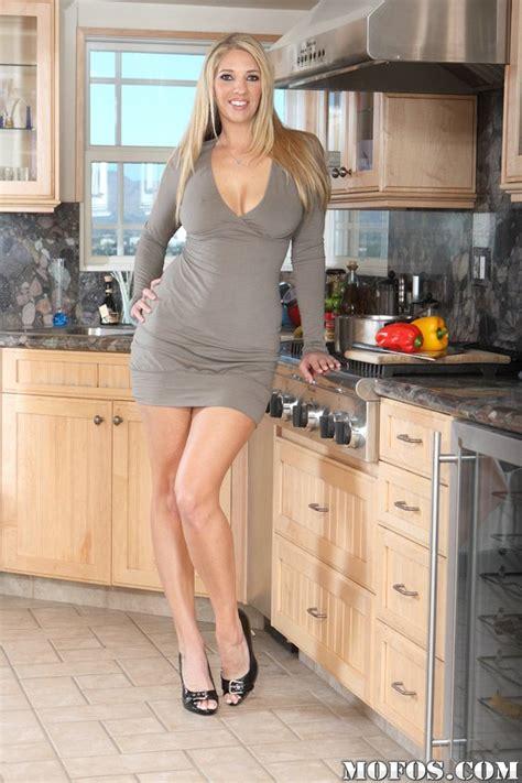 Blone Babe In High Heels Jordan K In Short Skirt In The Kitchen Pornpics Com