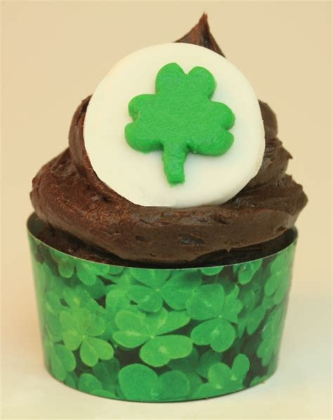 s day cupcakes st patrick s day cupcakes