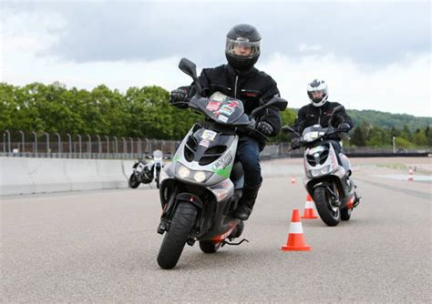 125er Motorrad Geschwindigkeit by Moped Roller 125er Training