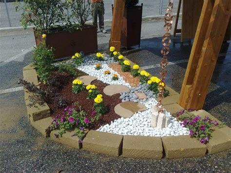 aiuole giardino aiuole con sassi cerca con giardino