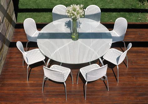 Modern White Outdoor Tables And Chairs Loto Ninfea White Patio Table And Chairs