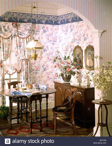 traditional victorian dining room alcove buffet side