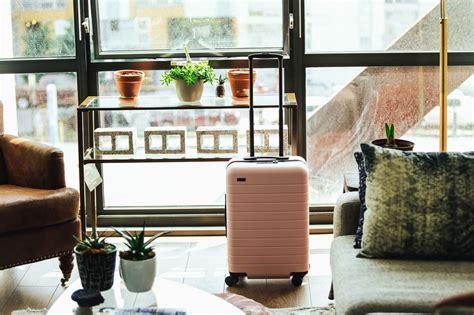 picture suitcase flowerpot plant table travel vacation tourists