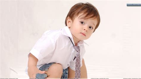 who is the little kid in the new geico commercial little kid sitting in school dress wallpaper