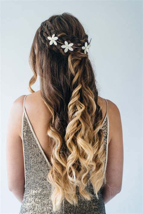inspiration for half up half wedding hair with tousled waves