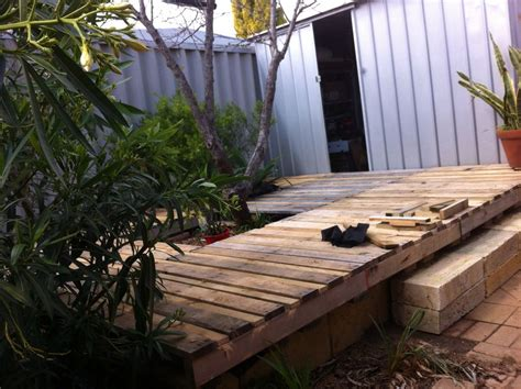 wood pallet backyard deck 4 steps with pictures