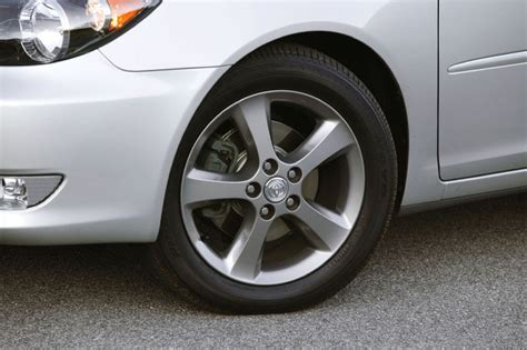 2005 toyota camry rims 2005 toyota camry se picture pic image