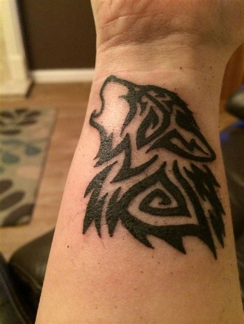wolf wrist designs ideas and meaning tattoos for you