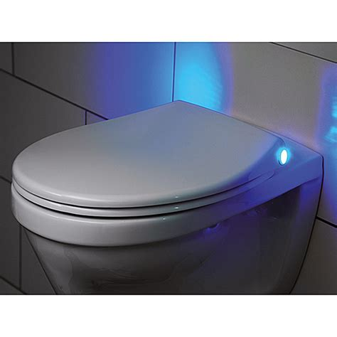 beleuchtung wc tiger 250600146 wc sitz mit led beleuchtung duroplast wei 223