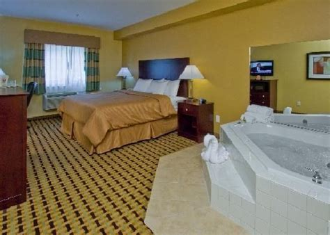 hotel rooms with bathtubs pin by excellent romantic vacations on jacuzzi 174 suites and