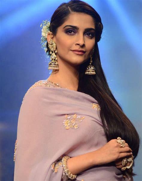 sonam kapoor hairstyles in saree embellishments sonam kapoor sonam kapoor pinterest