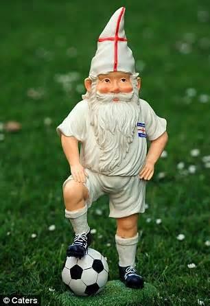 fronte liberazione nani da giardino william kate and the italian observer bucking gnome