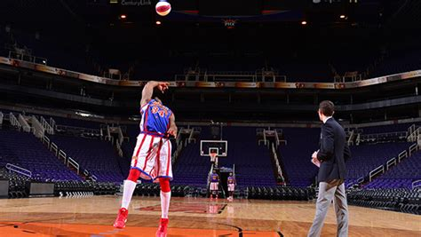 basketball world record gwr day 2014 harlem globetrotters smash
