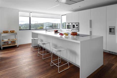 modelo de cocinas con isla 14 cocinas con isla para inspirarte fotos consejos y medidas