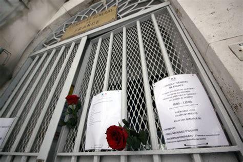consolato francese roma parigi fiori al consolato francese di sit in di