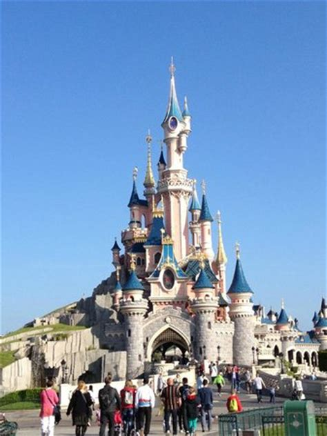 le chateau picture of disneyland park, marne la vallee