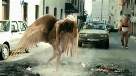 imagenes mujeres vestidas de angeles publicidad 105 axe excite hasta los angeles caeran las