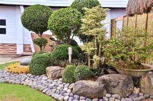 decorative landscaping with rocks for a natural house