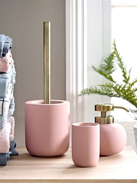 Pink And White Bathroom Accessories by Best 25 Pink Bathrooms Ideas On Pink