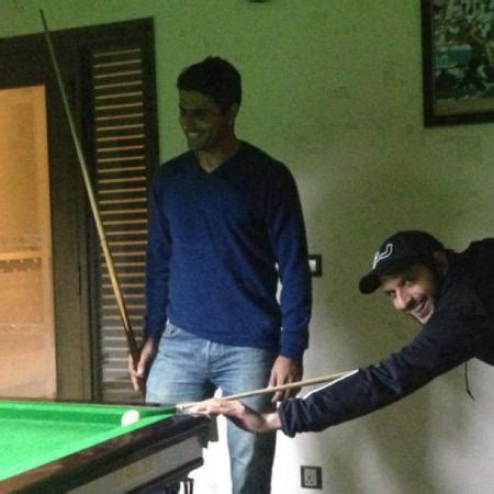 afridi and abdul razzaq playing snoker sports images