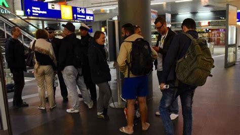 wann ist offener sonntag in berlin ankunft der fl 252 chtlinge am sonntag verz 246 gert sich b z