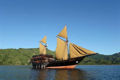 yacht boat holidays indonesia yacht holidays on board charter yacht alila
