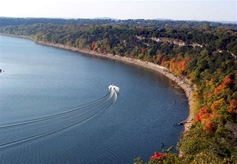table rock lake popular destination for water sports in