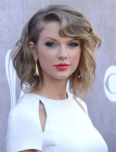 taylor swift 2015 short haircut back view celeb hairstyles to steal curly hair more com