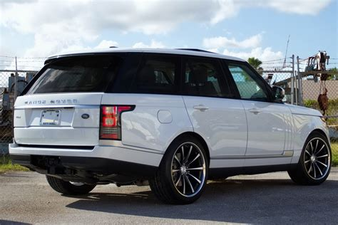 land rover hse 2013 range rover hse riding on vossen s concave 22 inch rims