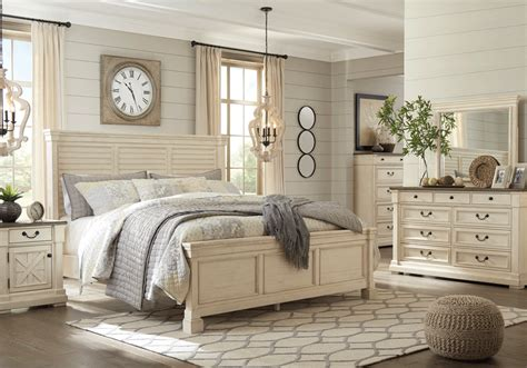 louvered bedroom furniture bolanburg louvered panel bedroom set
