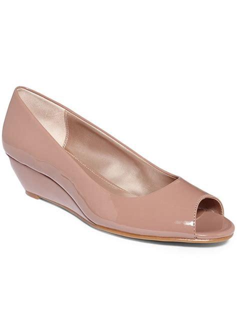 alfani shoes womens alfani alfani s cammi step n flex wedges shoes