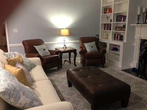 mixing furniture colors in bedroom is it ok to mix different leather colors