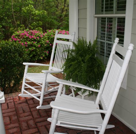 Retro White Painted Mahogany Wood Outdoor Rocking Chairs Outdoor Front Porch Furniture